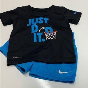 Boys Nike 2 pc set .. Size 18 months .. Shorts/Top
